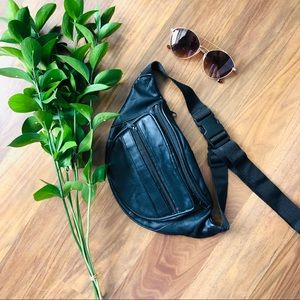VINTAGE: leather, black, fanny pack